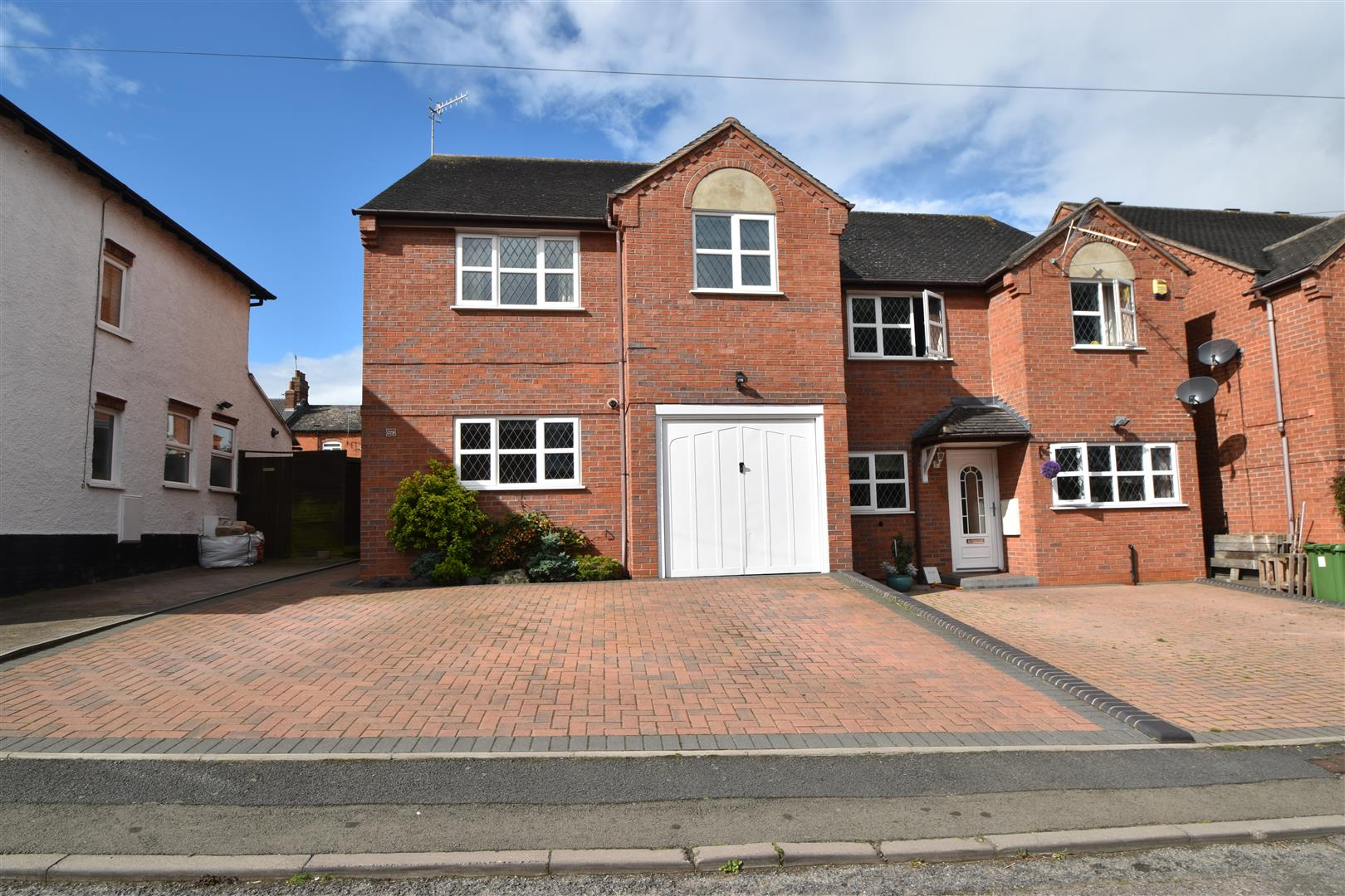 3 Bedrooms Semi Detached House for sale in Miller Street, Droitwich